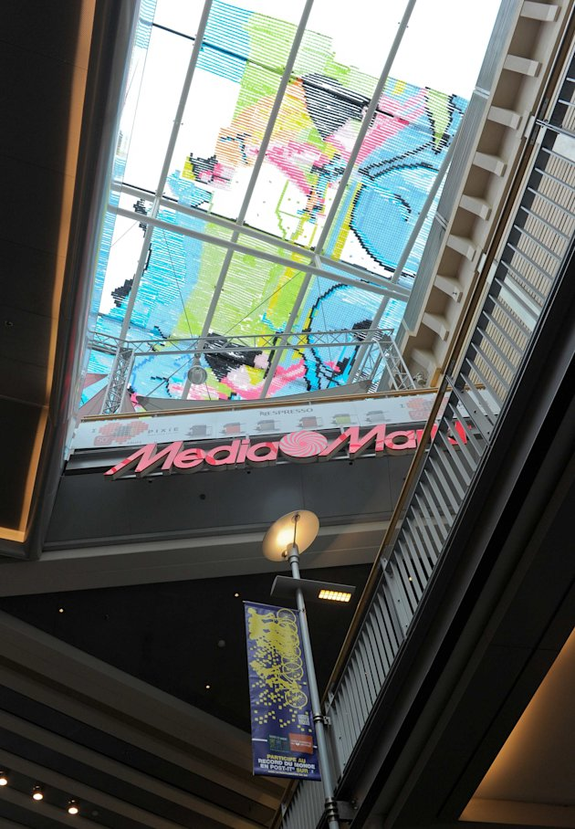 2012-06-27T123559Z_1585083727_GM1E86R1L7301_RTRMADP_3_BELGIUM - Artwork made from 450,000 post-its - Lifestyle, Culture and Arts
