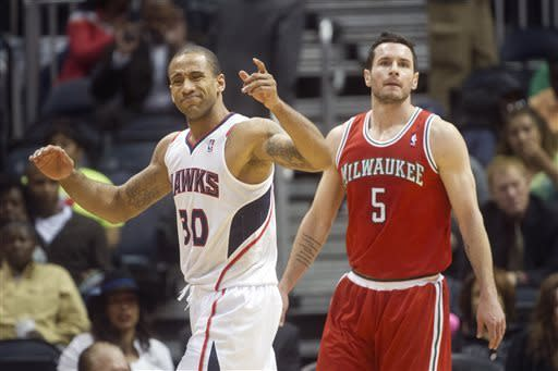 Hawks rally in 4th quarter, beat Bucks 109-104
