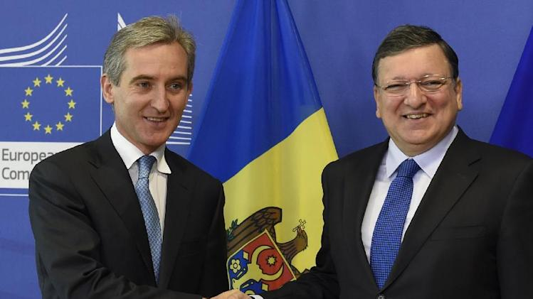 EU Commission President Jose Manuel Barosso (R) shakes hand with Prime Minister of Moldova Iurie Leanca (L) on May 15, 2014 at the EU Headquarters in Brussels
