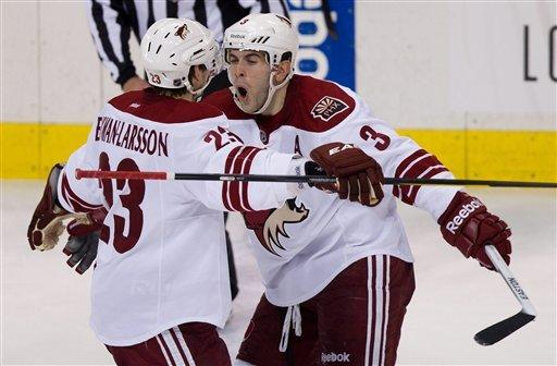 Vermette leads Coyotes to 5-4 win over Canucks