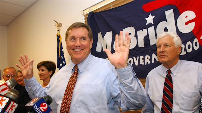 FILE - In this Sept. 18, 2002 file photo, Florida Democratic gubernatorial nominee Bill McBride, center, talks to supporters during a campaign stop in Orlando, Fla. McBride, the Florida Democrat who defeated Janet Reno for the party's gubernatorial nomination in 2002 but lost to Republican Gov. Jeb Bush, has died at the age of 67. (AP Photo/Phelan M. Ebenhack, File)
