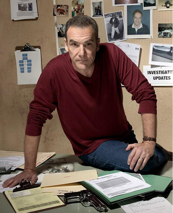 Mandy Patinkin stars as Jason Gideon in Criminal Minds on CBS. 