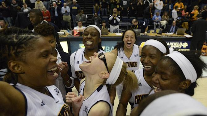 Chattanooga players celebrate after defeating Tennessee 67-63 in an NCAA college basketball game Wednesday, Nov. 26, 2014, in Chattanooga, Tenn. (AP Photo/Billy Weeks)