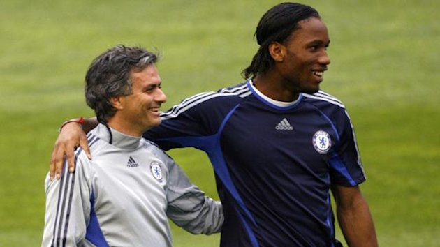 Chelsea manager Jose Mourinho (L) and Didier Drogba smile during a training session at the Mestalla stadium in Valencia April 9, 2007. (Reuters)