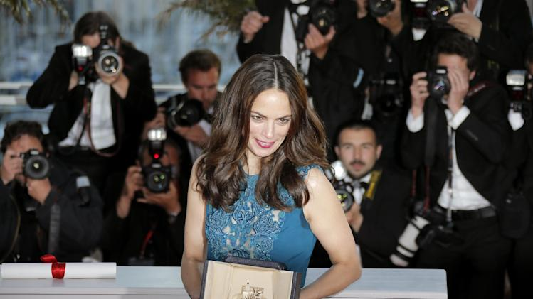 Actress Berenice Bejo poses with the Best Actress award for her role in The Past during a photo call after an awards ceremony at the 66th international film festival, in Cannes, southern France, Sunday, May 26, 2013.  (AP Photo/Lionel Cironneau)