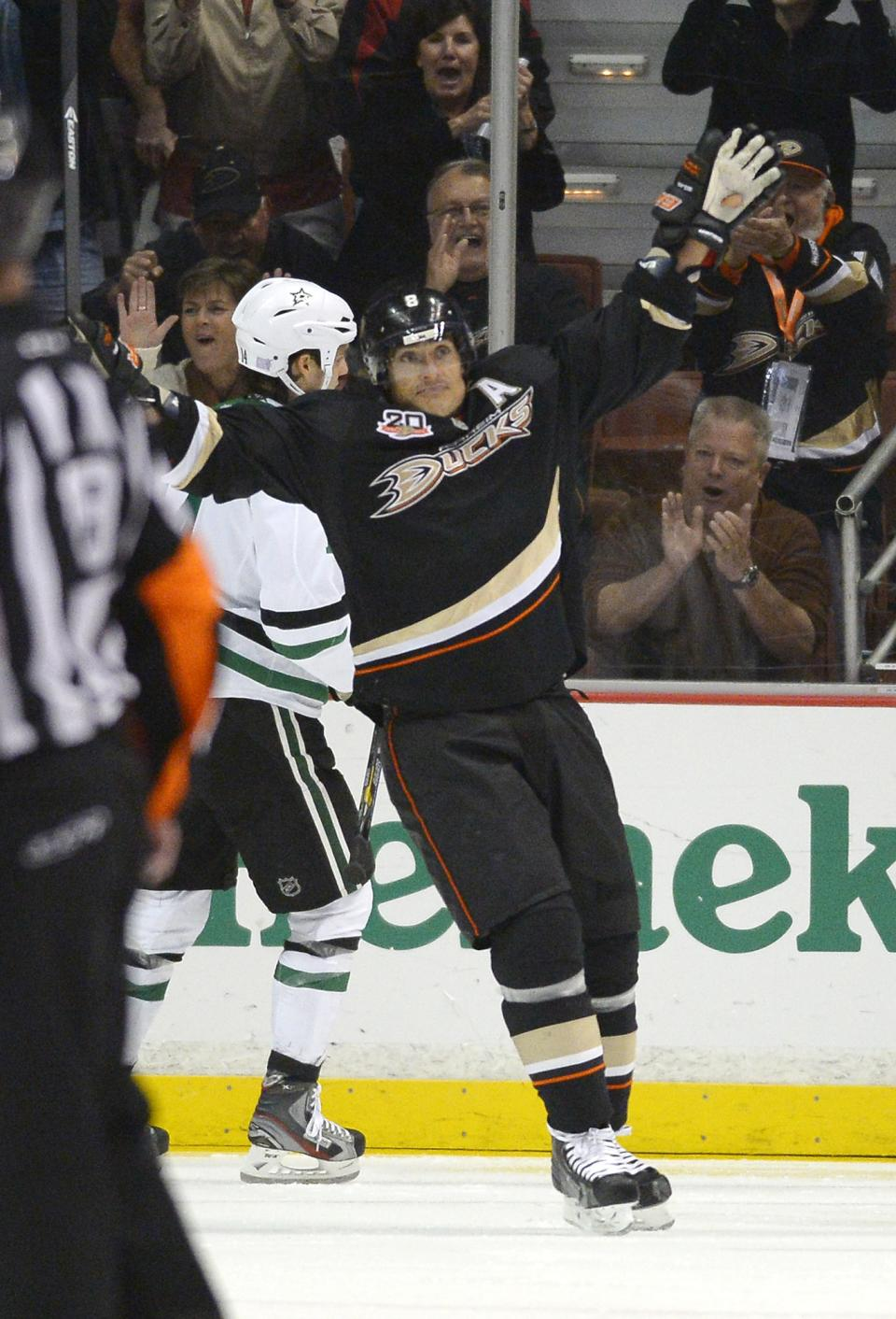 Ducks beat Stars 6-3 for 7th straight win