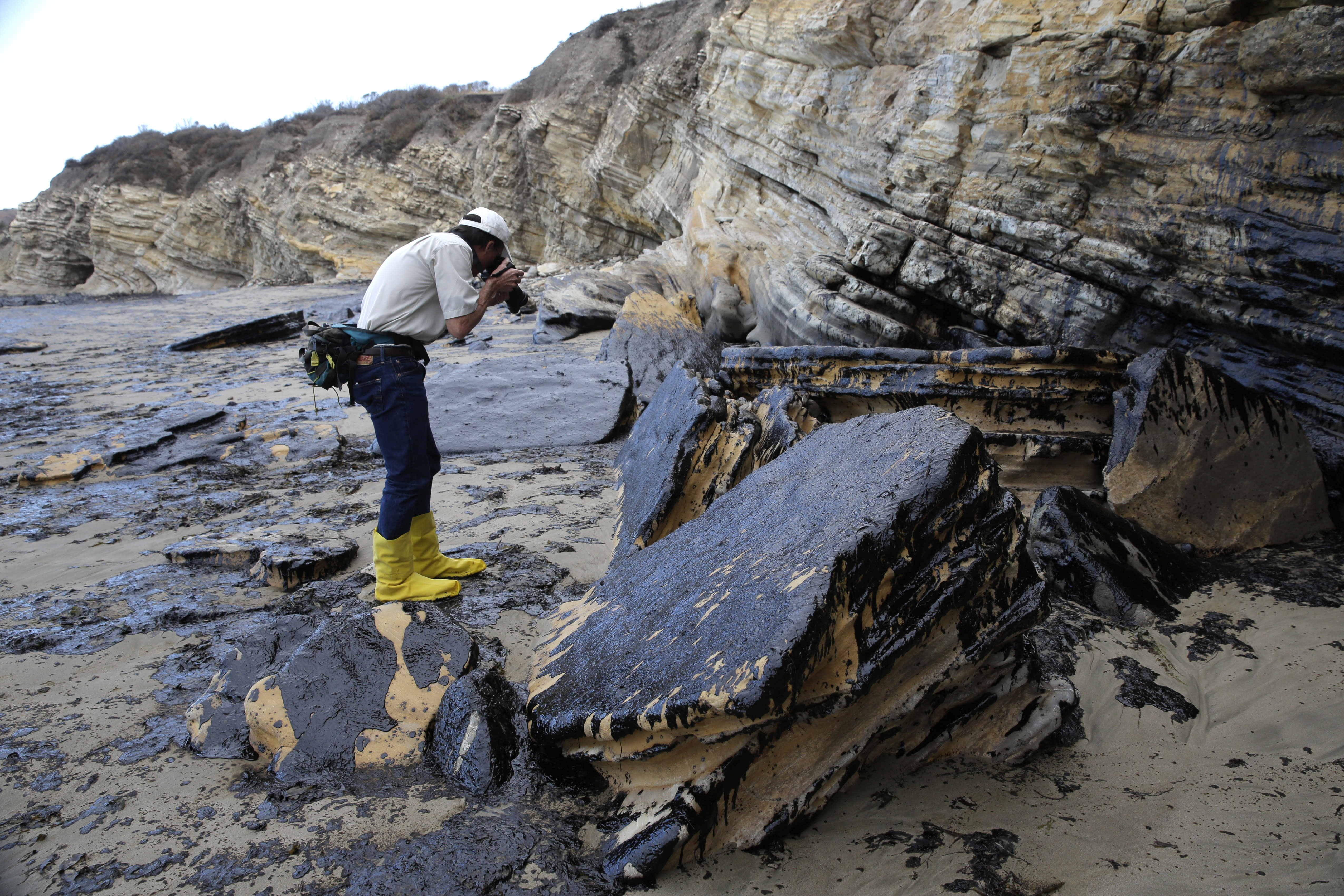 Finding cause of California oil spill could take months