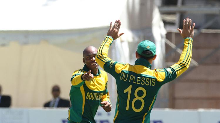 South African bowler Aaron Phangiso, left, celebrates a wicket with captain AB de Villiers during the cricket One Day International against Australia in Harare Zimbabwe Tuesday, Sept. 2, 2014.(AP Photo/Tsvangirayi Mukwazhi)