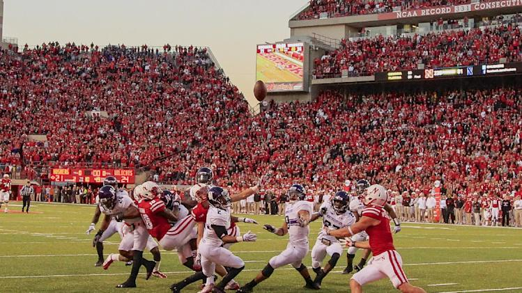 Nebraska, Michigan trying to stay in Big Ten race