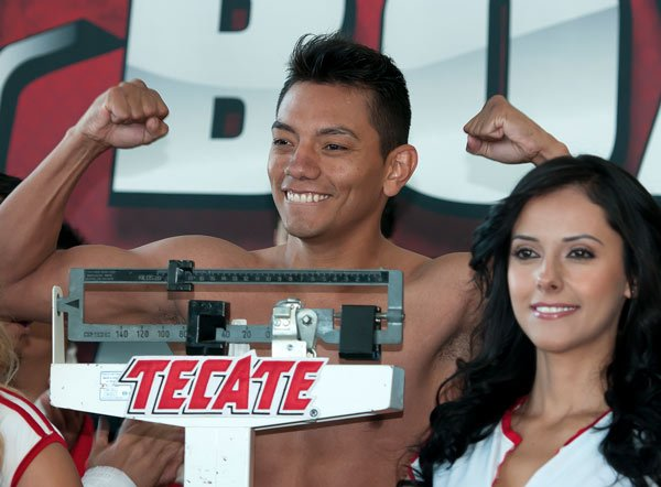 Cristian Mijares during weight ceremony before saturday combat/Cristian MIjares durante el pesaje previo a la pelea del sabado/26-oct-2012/MEXSPORT/OSWALDO AGUILAR.