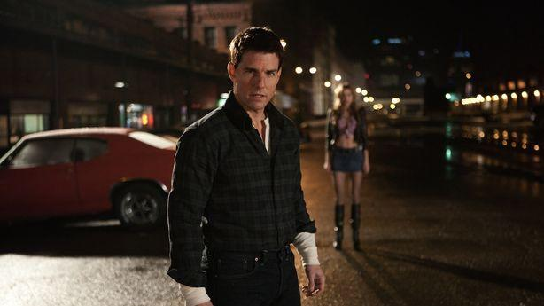 Tom Cruise's 'Jack Reacher' Not Tall Enough to Punch 'Hobbit' Where It Hurts