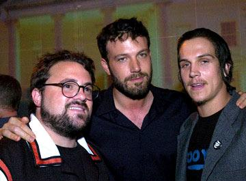 Kevin Smith , Ben Affleck and Jason Mewes at the Hollywood premiere of Universal Pictures' The Bourne Supremacy