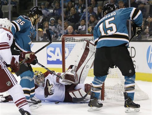 Smith perfect thru shootout for Coyotes vs. Sharks
