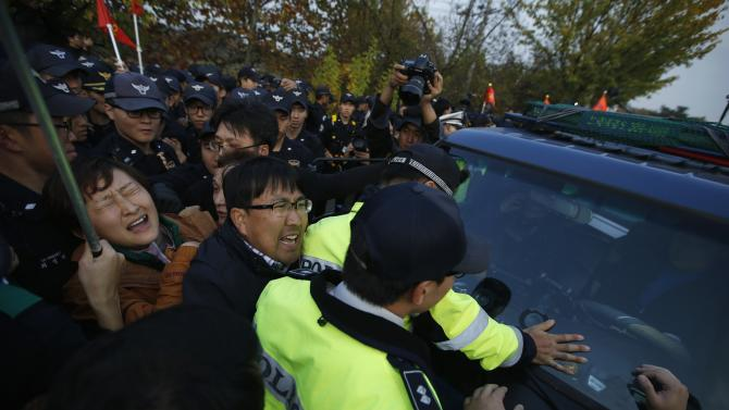 Paju residents try to block a vehicle of an anti-North Korean civic group near the demilitarized zone separating the two Koreas, in Paju