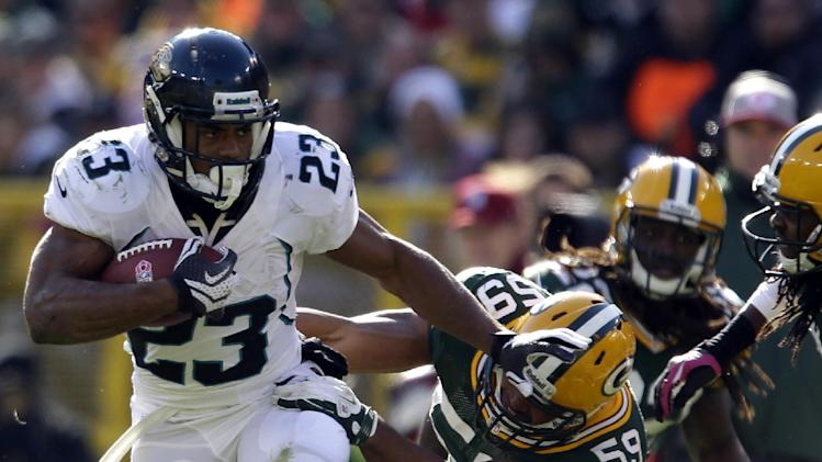 Jacksonville Jaguars' Rashad Jennings (23) runs against Green Bay Packers' Brad Jones (59) in the first half of an NFL football game on Sunday, Oct. 28, 2012, in Green Bay, Wis. (AP Photo/Jeffrey Phelps)
