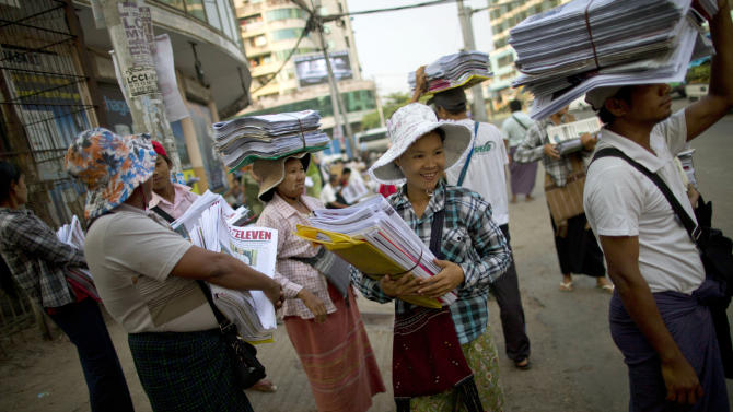 Privately owned daily newspapers return to Myanmar