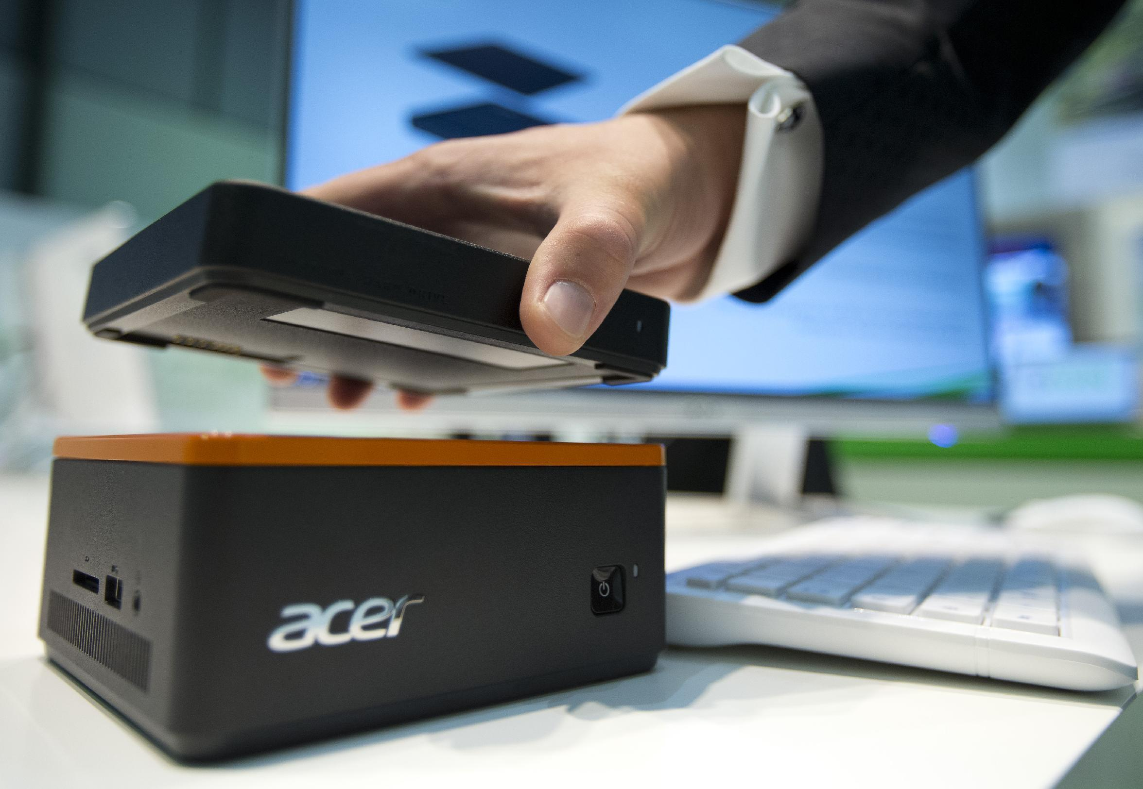 Berlin gadget show: Tiny PCs and high-end handsets