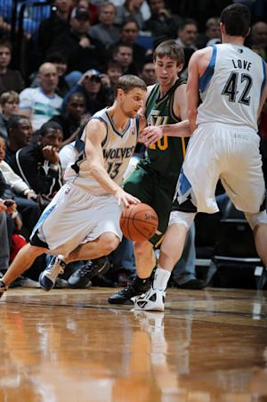 Ridnour's buzzer-beater lifts Wolves past Jazz