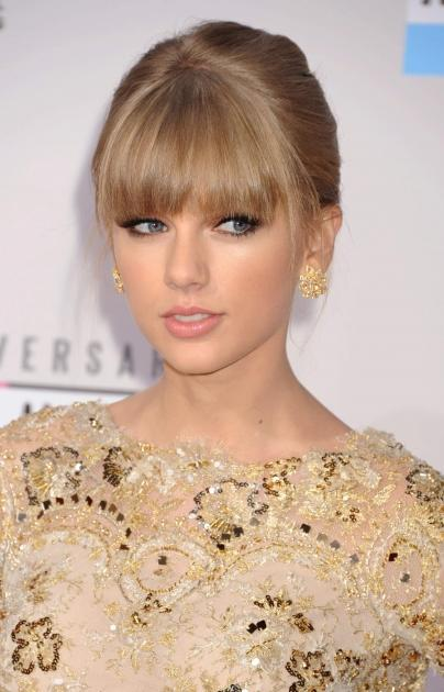 Taylor Swift arrives at the 40th Anniversary American Music Awards at Nokia Theatre L.A. Live on November 18, 2012 in Los Angeles -- Getty Images