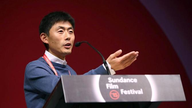 KMX017. Park City (Usa), 01/02/2015.- Chinerse producer and filmmaker Zhao Qi accepts the World Cinema Documentary Special Jury Award for Unparalleled Access for 'The Chinese Mayor' at the 2015 Sundance Film Festival awards night in Park City, Utah, USA, 31 January 2015. The festival runs from 22 January to 01 February 2015. (Cine, Cine, Estados Unidos) EFE/EPA/KRISTIN MURPHY