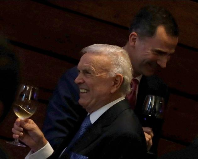 Spain's Crown Prince Felipe and CBF President Marin make a toast in Brazil