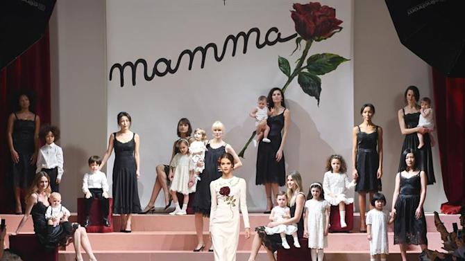 . Milan (Italy), 01/03/2015.- Models present creations from the Fall/Winter 2015 collection by Italian label Dolce&Gabbana during the Milan Fashion Week, in Milan, Italy, 01 March 2015. The Milano Moda Donna will run from 25 February to 02 March. (Moda, Italia) EFE/EPA/DANIEL DAL ZENNARO