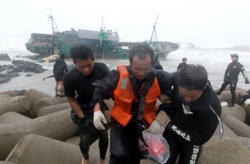 South Korean coast guards rescue a crew member (C) from a Chinese fishing boat stranded off Jeju island on August 28. Rescuers Wednesday resumed a search for 10 missing crewmen from two Chinese fishing boats as the confirmed death toll from a strong typhoon rose to 15