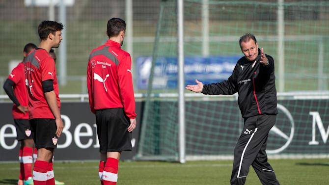 New head coach of German soccer club VfB Stuttgart, Huub Stevens, right.   attends  a training session in Stuttgart, Germany Monday March 10, 2014
