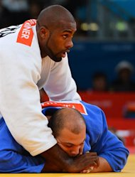 France&#39;s Teddy Riner (white) competes with Tunisia&#39;s Faicel Jaballah (blue) during their men&#39;s +100kg judo contest match of the London 2012 Olympic Games on August 3, 2012 at the ExCel arena in London. AFP PHOTO / MIGUEL MEDINA