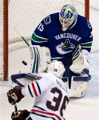 Daniel Sedin's OT goal lifts Canucks past Chicago