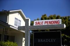 'Last hurrah?' Pending home sales fall in August