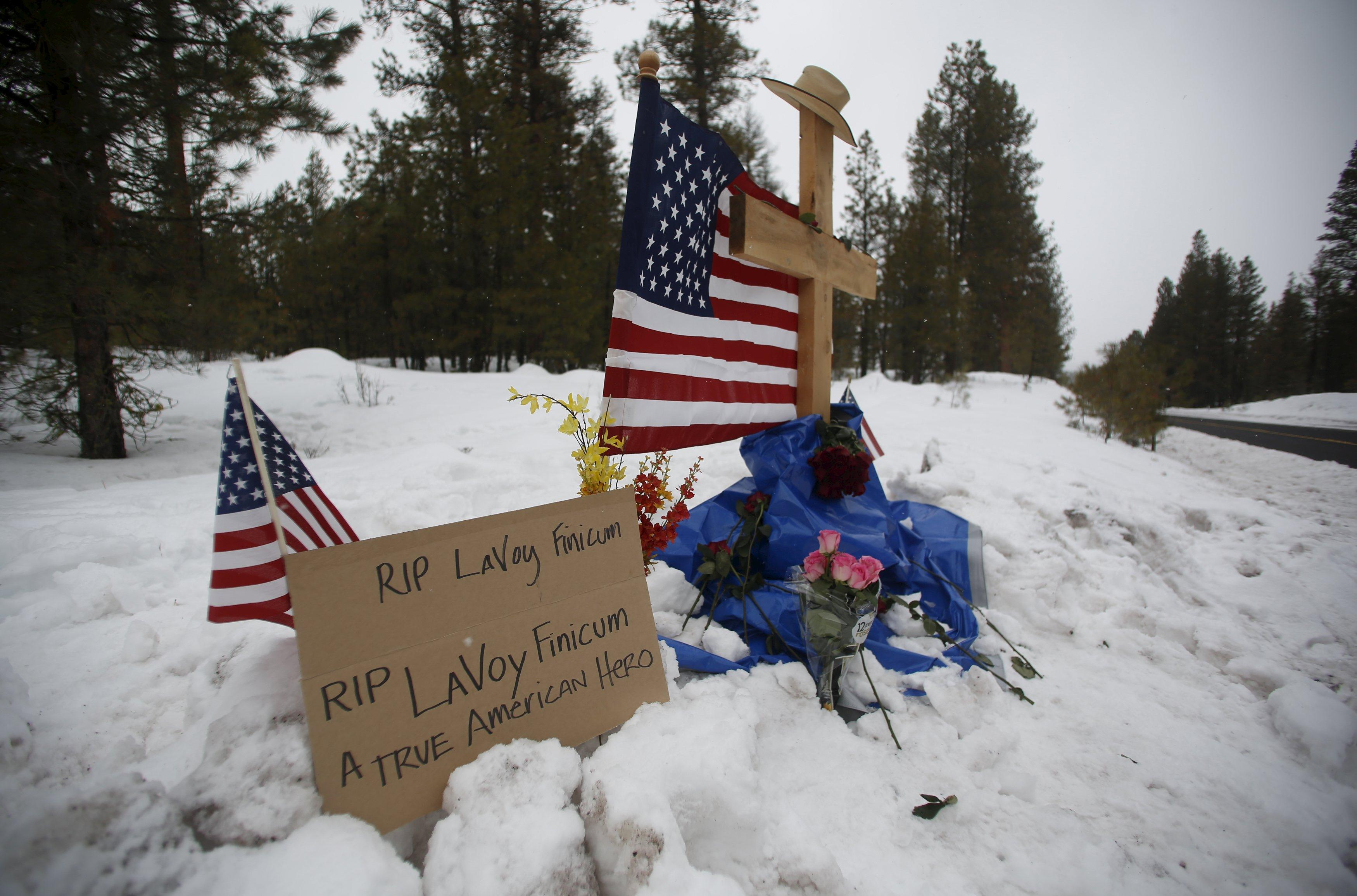 Armed militia standoff in Oregon