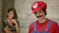 Video screenshot: Mónica (L) and Penélope Cruz (R) in New Super Mario Bros. 2 TV ad