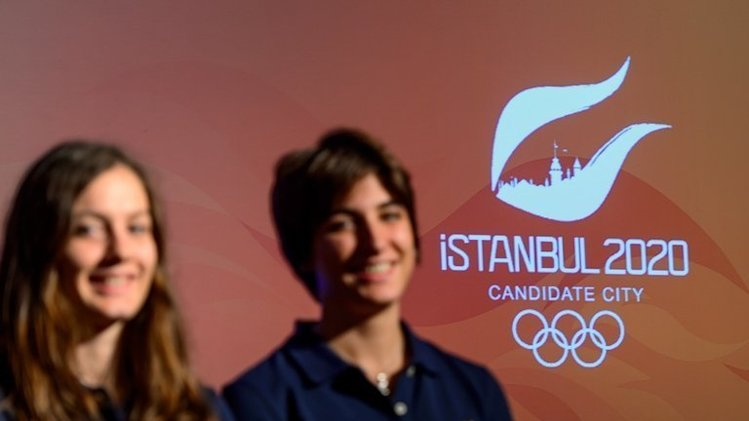 Young athletes take part in Istanbul's presentation at the IOC meeting in Buenos Aires on September 5, 2013