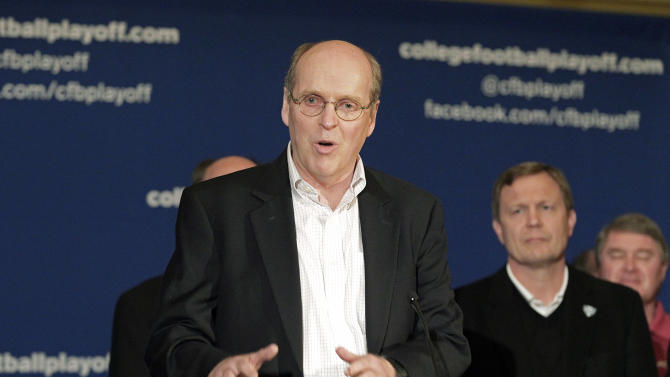 Bill Hancock, executive director of the Bowl Championship Series, introduces the new name - College Football Playoffs - and competition framework of what will replace the BCS in 2014 at a meeting of the football conference commissioners in Pasadena, Calif., Tuesday, April 23, 2013. (AP Photo/Reed Saxon)