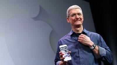 Tim Cook Hopes You Buy The Apple Watch As a Fashion Statement