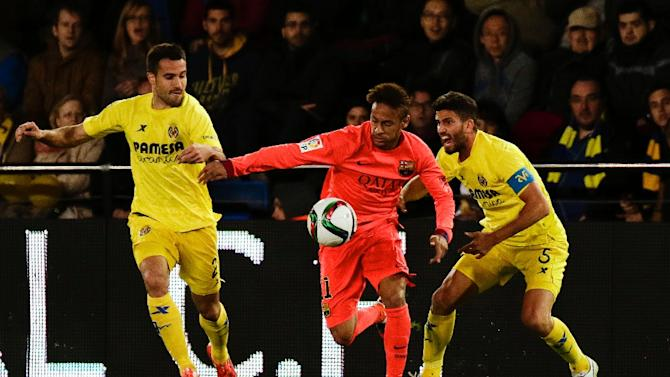 Villarreal's Mateo Musacchio and Mario (L) vie with Barcelona's Neymar da Silva Santos Junior (C) during their Spanish Kings' Cup football match in Villareal on March 4, 2015