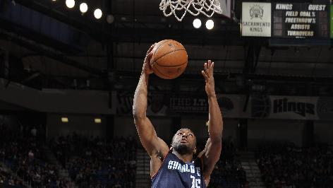 Walker, Jefferson lead Bobcats over Kings 113-103