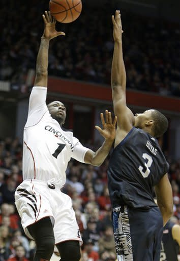 No. 15 Georgetown rallies for 62-55 win over Cincy