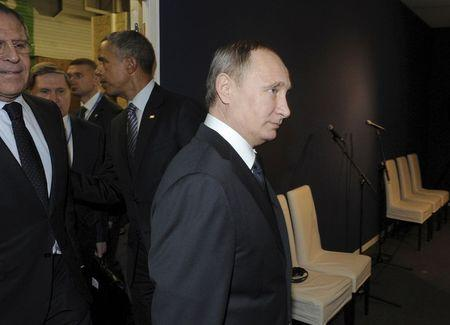 Putin says Turkey shot down Russian plane to defend IS oil supplies