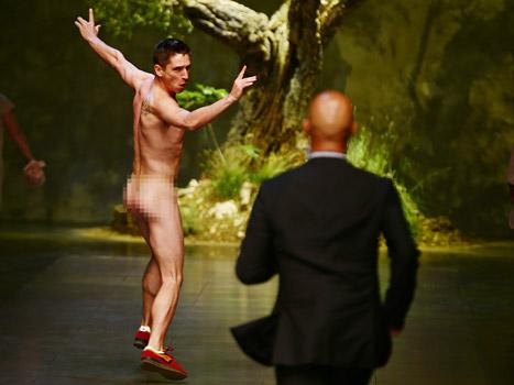 Streaker Disrupts Dolce and Gabbana Runway Show at Milan Fashion Week