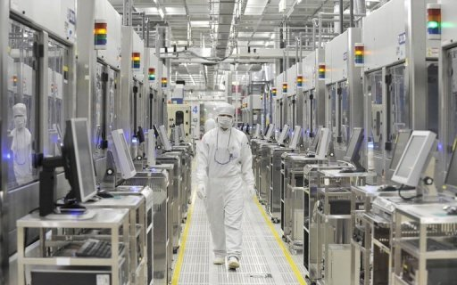 <p>An employee of Japan's microprocessor maker Renesas Electronics works at the company's Naka wafer fabrication factory in 2011. Major shareholders of Renesas Electronics have agreed in principle to provide the ailing Japanese chip maker with a 50-billion yen ($630-million) support package, a report said Wednesday.</p>