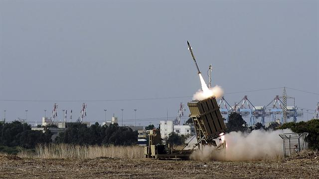 "Israel's ""Iron Dome"" intercepts rockets from Hamas"