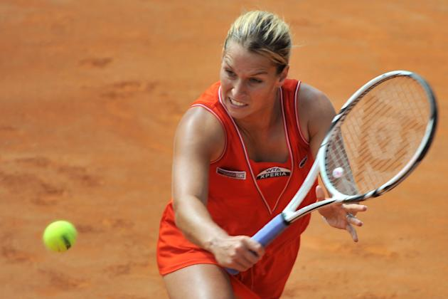 Slovakia's Dominika Cibulkova returns a ball to China's Na Li during their quarter-finals match of the WTA Rome tournament on May 18, 2012.  Na Li defeated Cibulkova  6-1, 7-6 (7/4).  AFP PHOT
