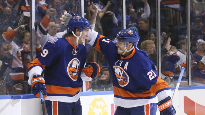 Isles top Canes to open final season at Coliseum