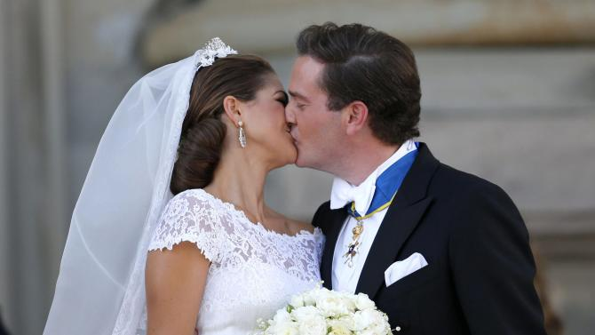 Sweden's Princess Madeleine and Christopher O'Neill kiss outside the Royal Chapel after their wedding ceremony in Stockholm, Saturday June 8, 2013. (AP Photo/Bjorn Larsson Rosvall) SWEDEN OUT