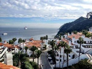 The Relationship Between the Economy and Tourism on Catalina Island