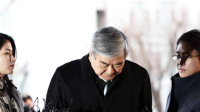 Korean Air Lines Chairman Cho Yang-ho bows as he arrives to testify at the second court hearing of his daughter Cho Hyun-ah, also known as Heather Cho, at the Seoul Western District court in Seoul