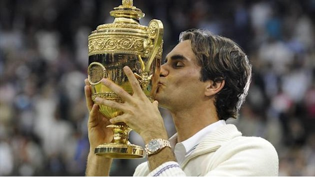 Federer passes Sampras with milestone