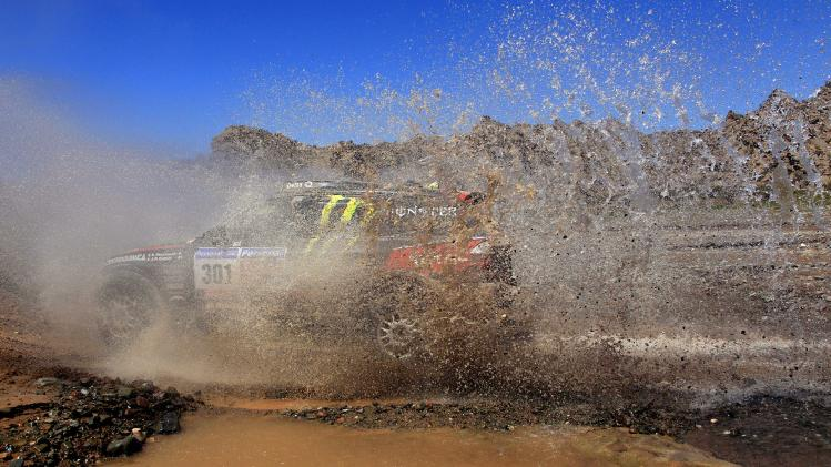 BMW car driver Stephane Peterhansel and co-driver Jean-Paul Cottret, from France, compete during the 11th stage of the 2011 Argentina-Chile Dakar Rally between Chilecito and San Juan, Argentina, Thursday, Jan. 13, 2011. (AP Photo/Natacha Pisarenko)